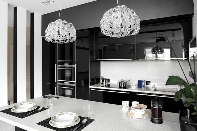 Ngắm hoài không chán 16 căn bếp vượt thời gian với gam màu đen trắng - Ảnh 1