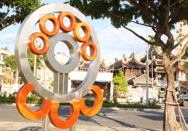 Lắp đặt tượng các nền kinh tế tại Công viên APEC